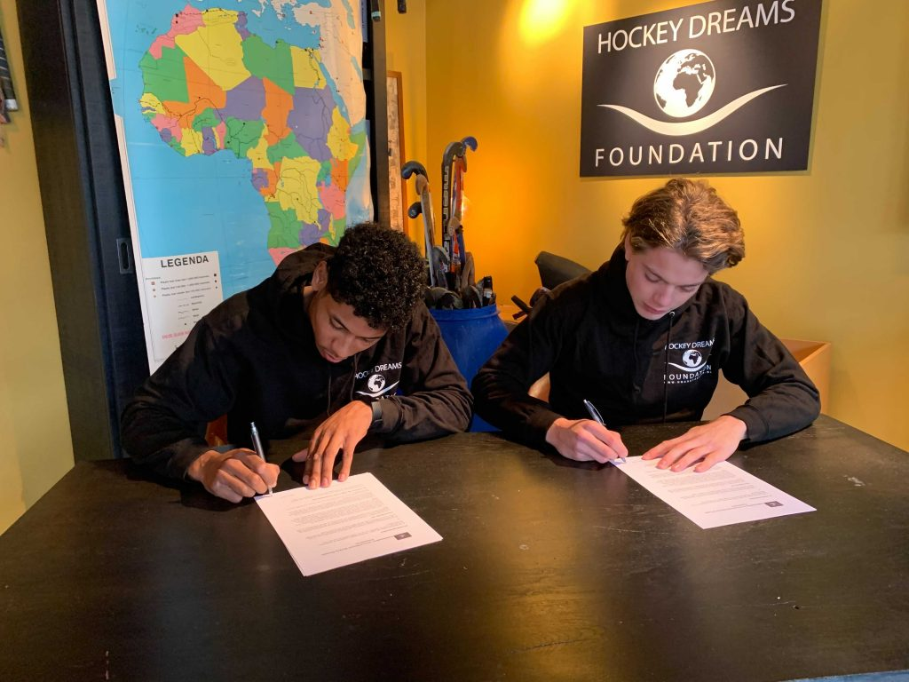 Terrance Pieters, Derck de Vilder, Hockey Dreams, Sign